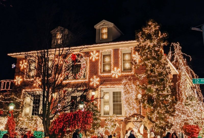 Keeping the Peace When it Comes to Holiday Decorations in Your Community